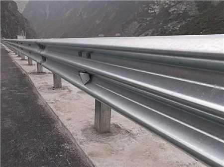 高速公路护栏板回收价_防撞护栏板相关-武汉鲁汉纵贯商贸有限公司